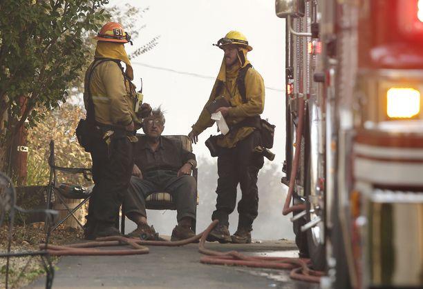 Kymmenet tuhannet ovat joutuneet lähtemään pakoon tulimerta.