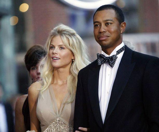 Elin Nordegren ja Tiger Woods ottivat rajusti yhteen viime marraskuussa.