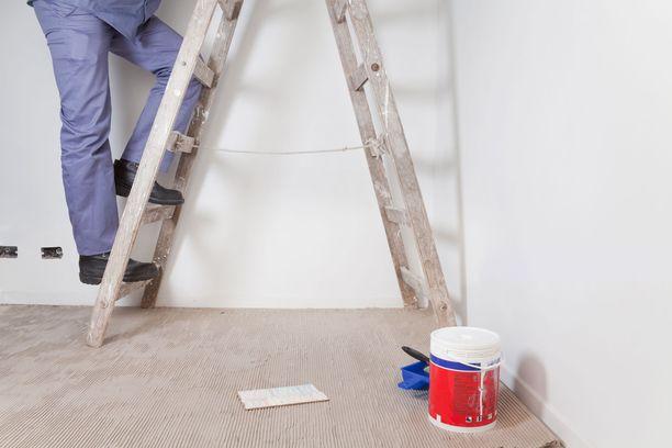 Konu kertoo, että kuluttajaoikeusneuvojille ikäihmisten kotiin saapuvat remonttimyyjät ovat tuttu ilmiö.
