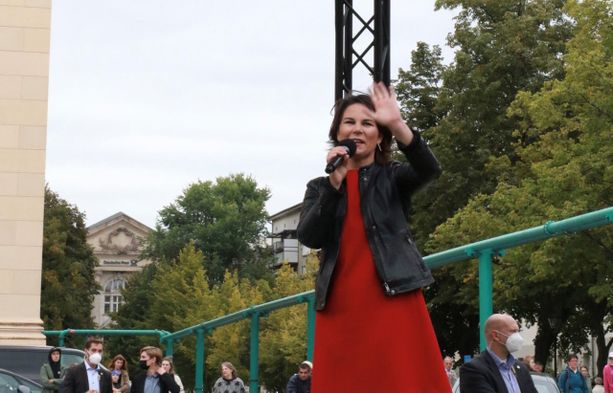 Potsdamissa esiintyi voimakkaan oloinen Annalena Baerbock. Kampanja on perjantaina Düsseldorfissa järjestettävää tilaisuutta vaille paketissa.