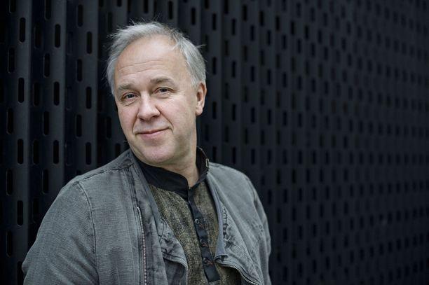 Myrkky-kirjan kirjoittanut Vepe Hänninen ei ole viime aikoina ollut tekemisissä Jari Aarnion kanssa.