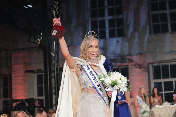 Kuvassa Miss Suomi 2019 Anni Harjunpää Miss Suomi -finaalissa syyskuussa.