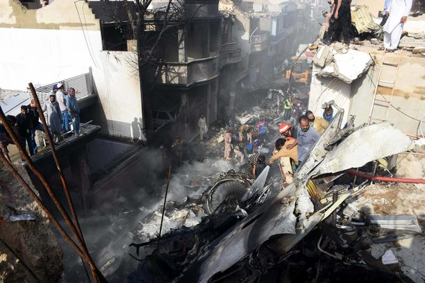 Pakistan Airlinesin lento-onnettomuus koitui 98 ihmisen kohtaloksi.