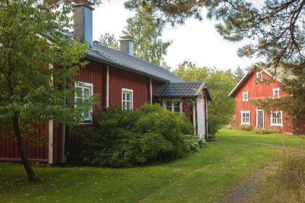 Tämä vuonna 1846 valmistunut tila sijaitsee 11 hehtaarin tontilla meren rannalla Raumalla.