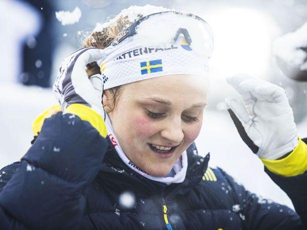 Stina Nilssonin polvet ovat olleet kovilla ampumahiihtotreenien jälkeen.