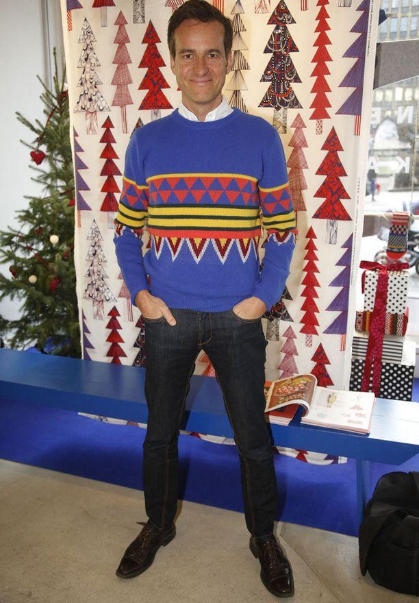 Toimitusjohtaja Mika Ihamuotila tarjoaa jouluun iloa ja väriä.