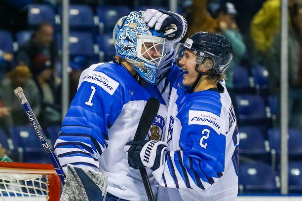 Oskari Laaksonen (oikealla) oli juhlimassa nuorten MM-kultaa vuonna 2019.
