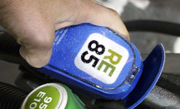 Tankkasimme noin 40 litraa etanolia bensiinin sekaan. Etanolin kylmäkäynnistysongelmia ei tietenkään vielä tällä sekoitussuhteella esiintynyt.