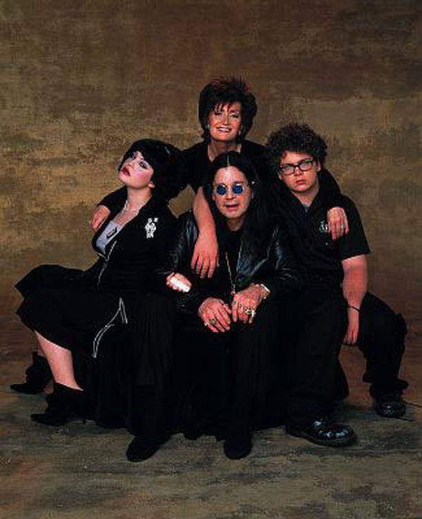 The Osbournes sarjassa tutustuttiin Osbournen perheeseen: Ozzyyn, hänen vaimoonsa Sharoniin ja heidän lapsiinsa Kellyyn ja Jackiin.