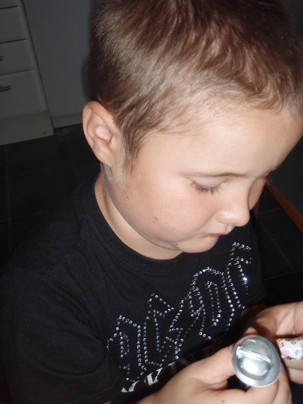 Unisairaus? 5-vuotiaan Reidarin vanhemmat epäilevät, että heidän poikansa väsyneisyys johtuu Pandemrixistä.