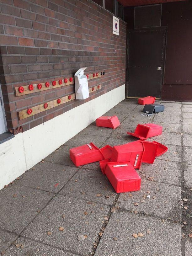 Postilaatikot saivat kyytiä eri puolilla Lappajärven keskustaan.