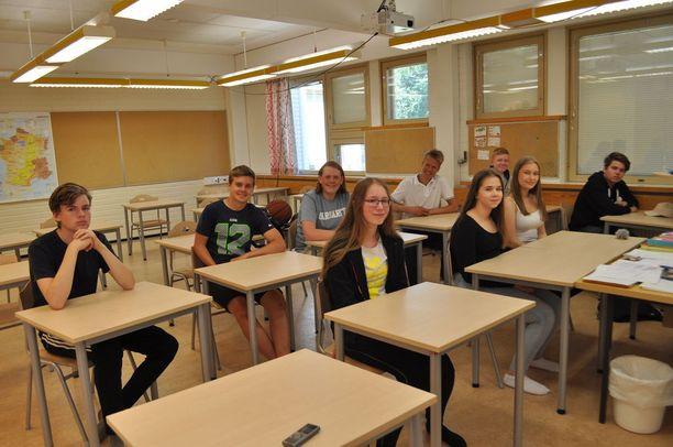 Strandnäsin koulun oppilaat ovat opiskelleet suomea neljän vuoden ajan. Kuvassa Robin (takana vasemmalla), Hugo, Jens, Noel, Victor, Arvid (oikealla edessä), Ida, Emilia ja Isabelle.