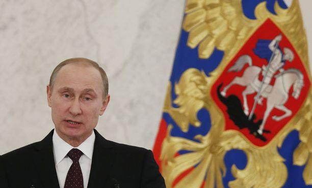 Venäjän presidentti Vladimir Putin myönsi korkea-arvoisen kunniamerkin suomalaismiljardöörin Gennadi Timtshenkon vaimolle ja tyttärelle.
