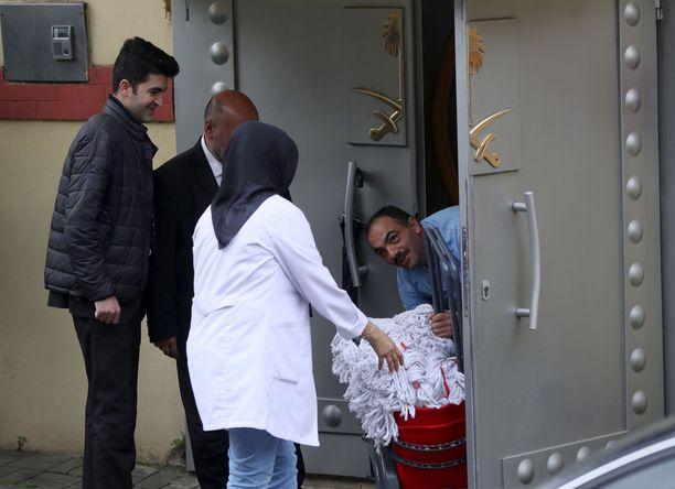 Siivousryhmä meni konsulaattiin joitakin tunteja ennen turkkilaisviranomaisia.