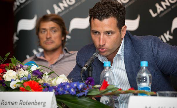 Roman ROtenberg (oik.) joutui myymään Långvikin hotelli- ja kylpyläkeskuksen tiettävästi USA:n Ukraina-pakotteiden takia.