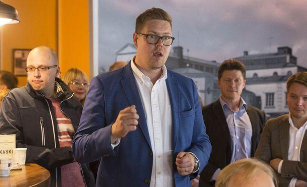 SDP:n eduskuntaryhmän puheenjohtaja Antti Lindtman ei halua spekuloida puolueen mahdollisia toimia puolueen puheenjohtaja Antti Rinnettä kohtaan.