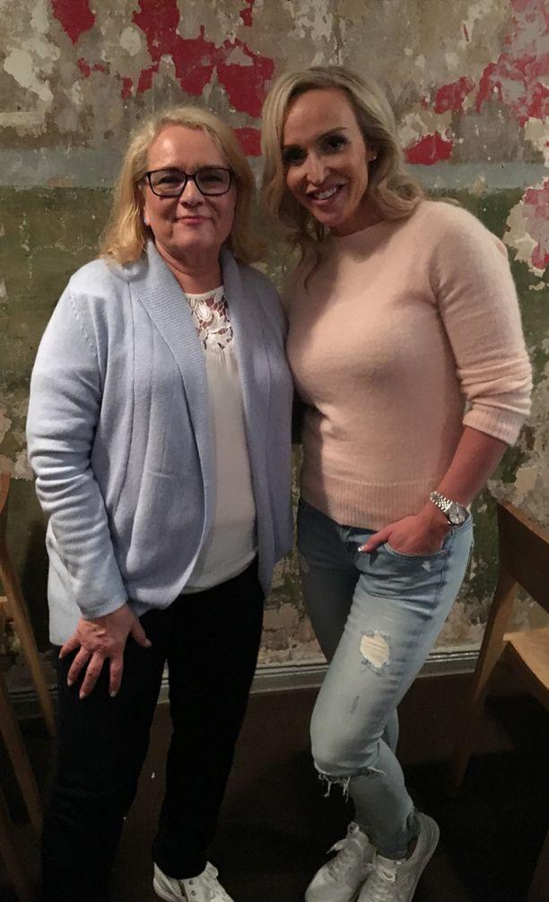 Harriet Piekkola ja Jutta Gustafsberg tapasivat ensimmäisen kerran, kun Jutta meni Harrietin luo meedioistuntoon.