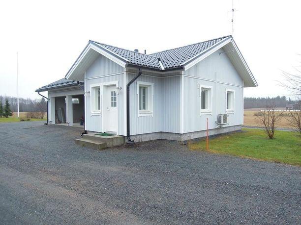 Pieni ja hyväkuntoinen omakotitalo sijaitsee rauhallisella paikalla Kankaanpäässä.