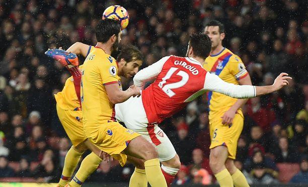 Olivier Giroud teki huikean maalin kantapäällään.