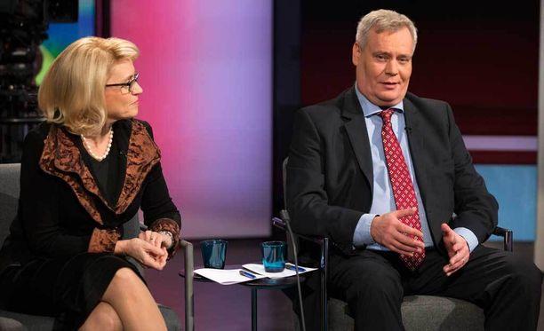SDP:n puheenjohtaja Antti Rinne (sd) osallistui Päivi Räsäsen (kd) kanssa vaalitenttiin vuonna 2014.