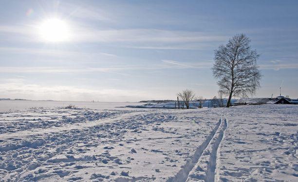 Ensi viikolla pakkanen kiristyy ja selkeimmillä paikoilla voidaan etelässäkin nähdä -20 asteen pakkaslukemia. Pakkanen takaa, että lumi pysyy maassa.