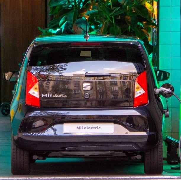 Markkinoille juuri lanseerattu Suomen halvin sähköauto Seat Mii teki 400 auton tilauspiikin täyssähköautoille.