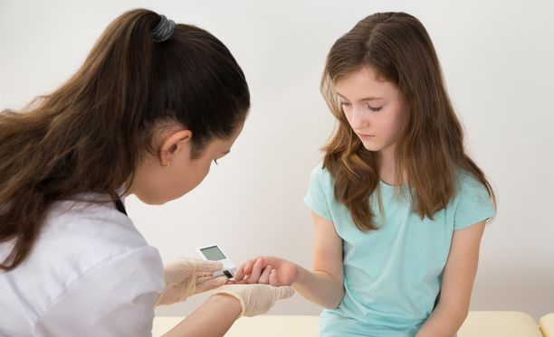 Suomen Diabatesliitto kertoo, että immuunivälitteisten sairauksien yleistyminen länsimaissa johtuu varhaisten mikrobikontaktien niukkuudesta.
