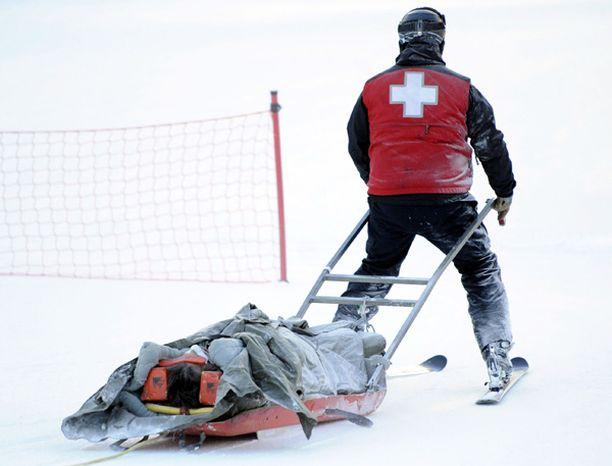 Loukkaantunut Dalcin kuljetettiin uloslaskun jälkeen hoitoon.