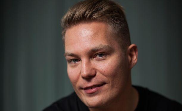 Jare Tiihonen on toistaiseksi varsin salaperäinen tulevan elokuvansa juonesta.