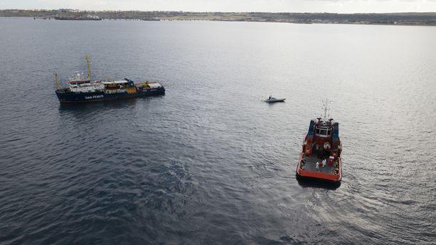 Italia ei halua päästää siirtolaisia kuljettavia aluksia satamiinsa.