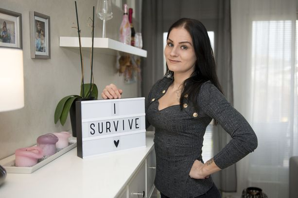 Tamperelainen Laura Vesa jäi nuorena leskeksi ja kolmen lapsensa yksinhuoltajaksi. Isähahmon kaipuu on perheessä läsnä, mutta arki on asettunut uomiinsa, Laura sanoo.