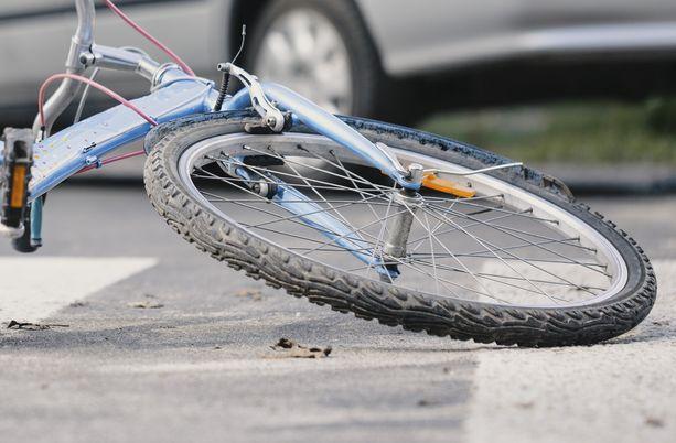 Pakollinen hätäjarrutusjärjestelmä on tarkoitettu erityisesti jalankulkijoiden ja pyöräilijöiden turvaksi.