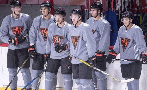 Team North America pursuaa nopeutta ja taitoa. Pelaajat treeneissä vasemmalta: Jack Eichel, Mark Scheifele, Jonathan Drouin, Connor McDavid, Brandon Saad ja Johnny Gaudreau.