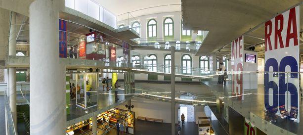Museossa kolminkertaisen maailmanmestarin eri mestaruuksille on omistettu kerros kullekin.
