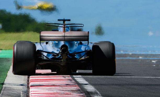 Lewis Hamilton on Mercedeksen ykköskuski.