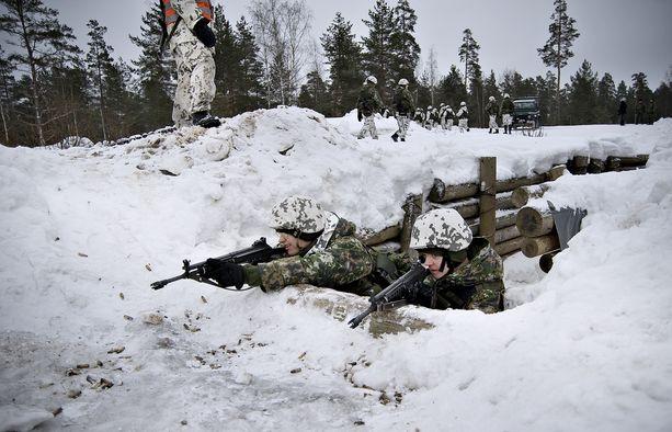 Armeijan ensimmäisinä päivinä tutustutaan talon tapoihin. Vasta sen jälkeen pääsee taisteluharjoituksiin.