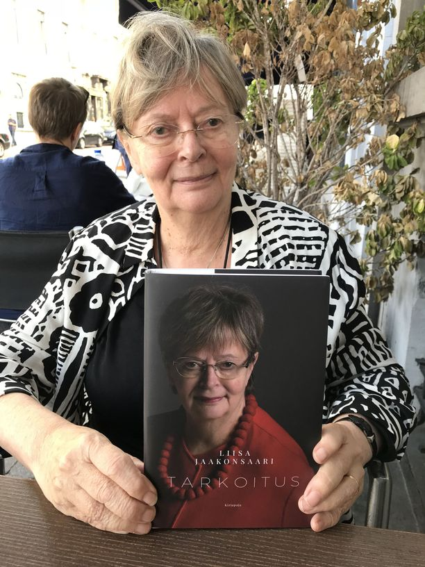 Liisa Jaakonsaarelta ilmestyi perjantaina -niminen kirja, (Kirjapaja) jossa hän kertoo värikkäistä poliitikkovuosistaan.