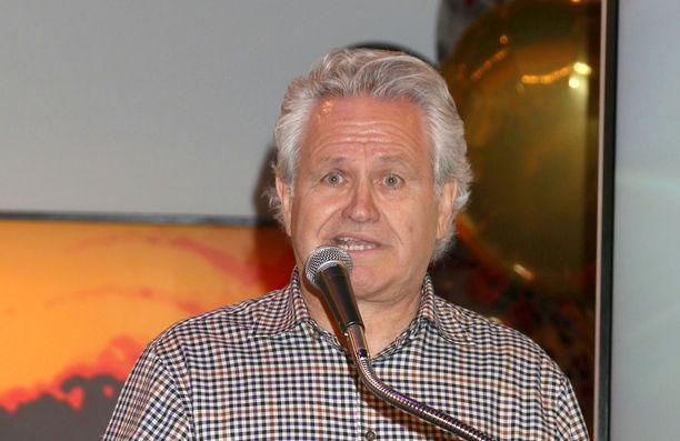 Anthony Morina on tuottanut Tunteita ja tuoksuja -saippuasarjaa.