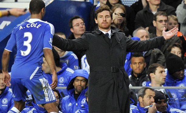Chelsean valmentaja Andre Villas-Boas on tulisilla hiilillä.