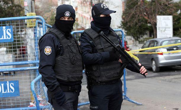 Mellakkapoliisit vartioivat HDP:n päämajan ulkopuolella marraskuun lopussa.