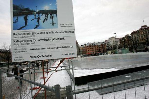 RAUTATIENTORIN Jääpuisto oli menestys heti ensimmäisenä talvena.
