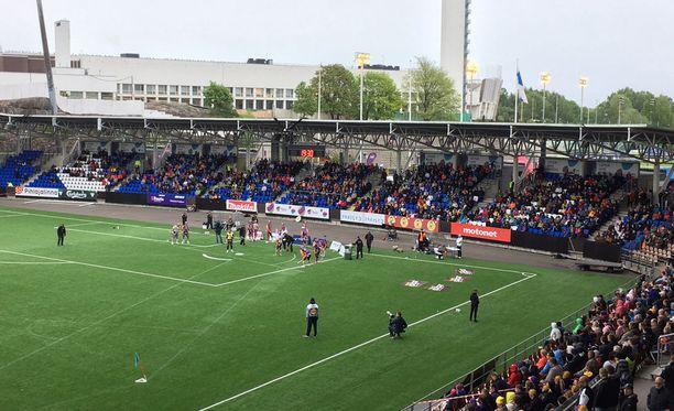 Sotkamo ja Kouvola pelasivat tiistaina Helsingin jalkapallostadionilla Töölössä. Paikalla oli 2 130 katsojaa.