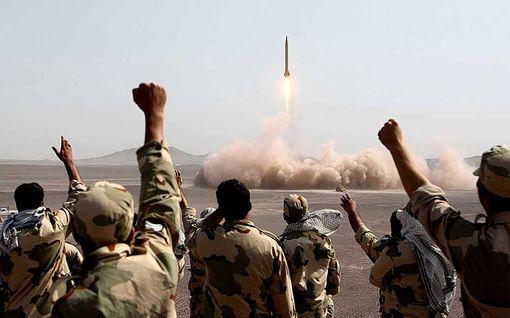 Iranilla on Lähi-idän laajin armeija ja ohjusvarasto – tällaisella arsenaalilla maa varautuu pahimpaan