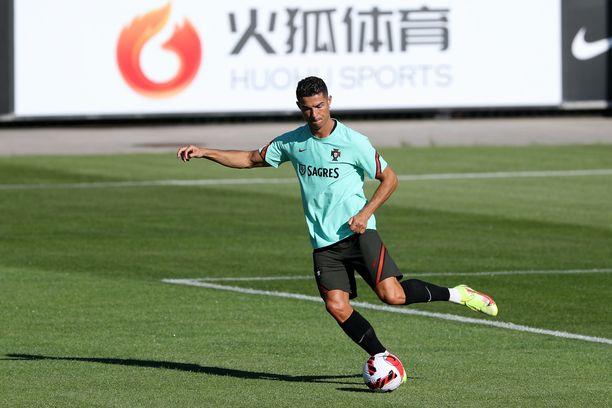 Cristiano Ronaldo on tällä hetkellä maajoukkueen mukana Portugalissa.