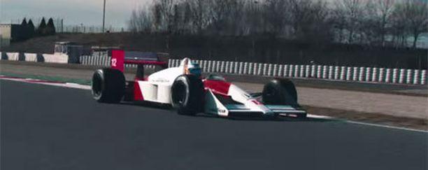 Fernando Alonso pääsi MP4/4-auton rattiin.