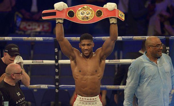 Anthony Joshuan nyrkit puhuivat Lontoon illassa. Hänen rekordinsa on täydellinen.