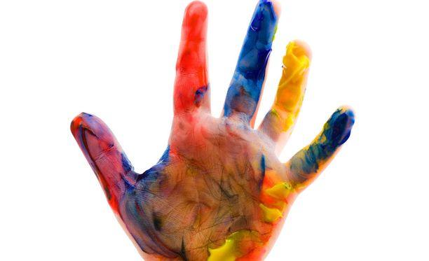 Taaperot ja sormiväri voivat olla tuhoisa yhdistelmä.