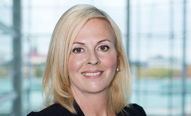 Niina Hyrsky on uusi puolustusministeriön viestintäjohtaja.