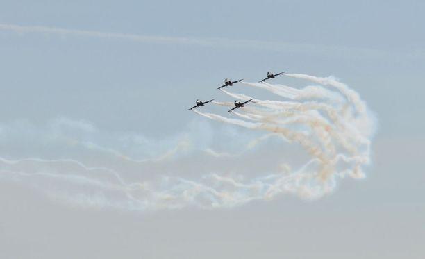 Tällaisia Hawkeja nähtiin Kauhavan lentosotakoululla 28. huhtikuuta vuonna 2011.