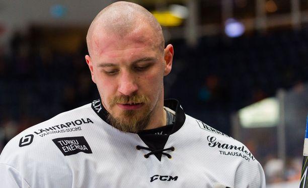 118-kiloinen Jonne Virtanen on SM-liigan painavin pelaaja.